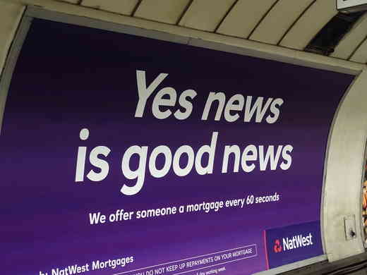 "Werbung im U-Bahn Schacht ""Yes News is good news""."