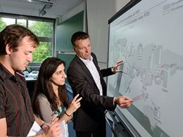 Studenten im Bachelor-Studium International IT Business